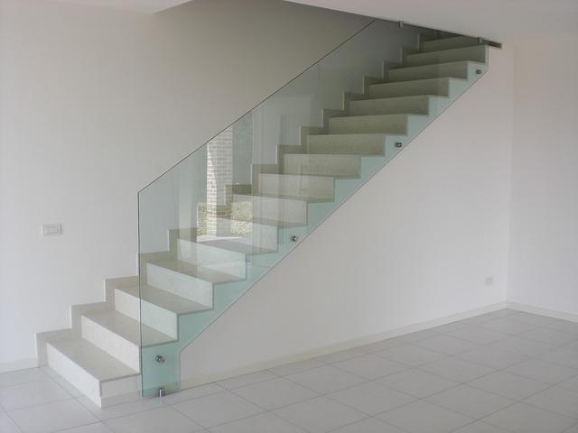 glass-wall-2134798_640