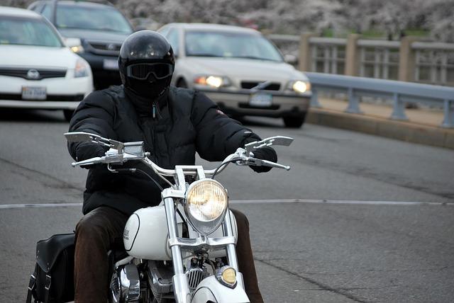 Jazda na motorke alebo nepodceňujte výber správneho oblečenia a doplnkov