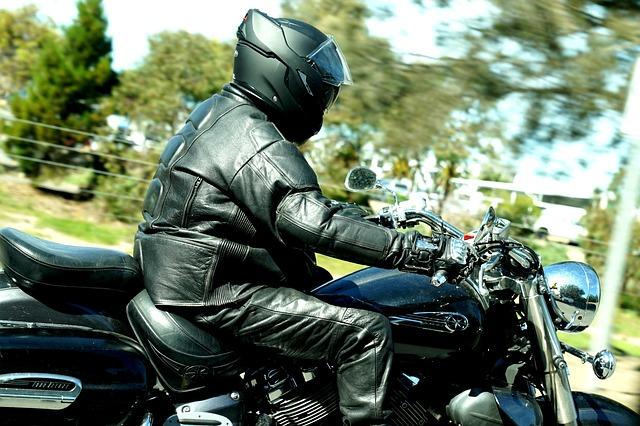 helma na motorku