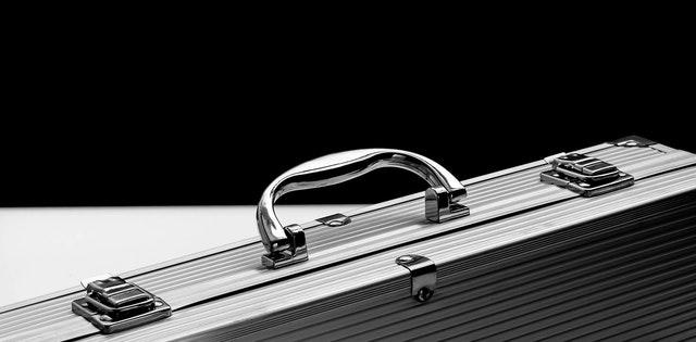 hliníkový kufrík