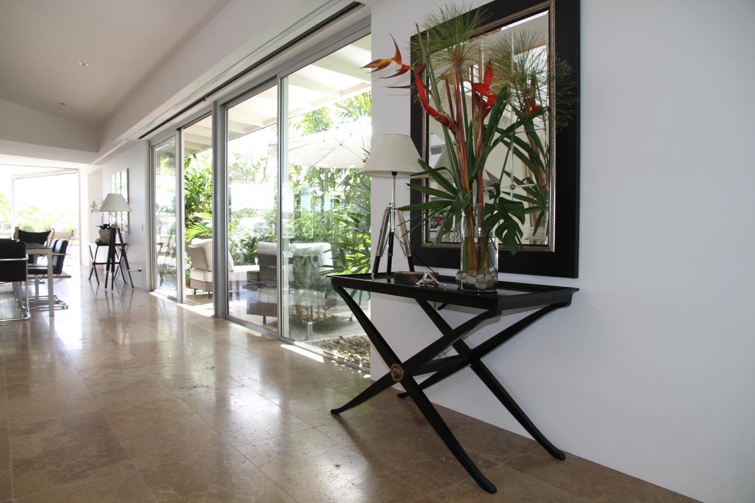 Dvere a steny zo skla: Získajte moderný a priestranný interiér