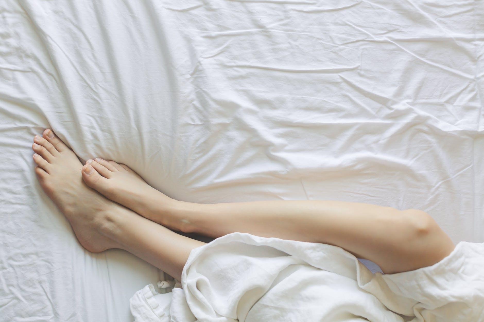 nohy, spánok