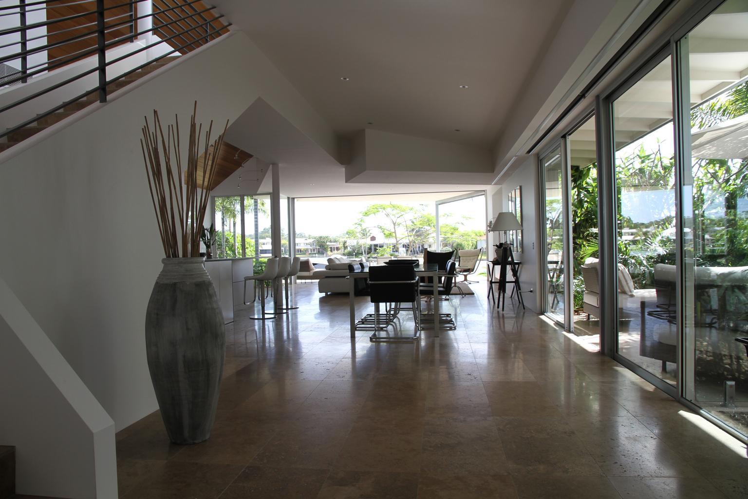 sklenené dvere, podlaha, interiér